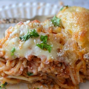 Spaghetti Pie with garlic bread