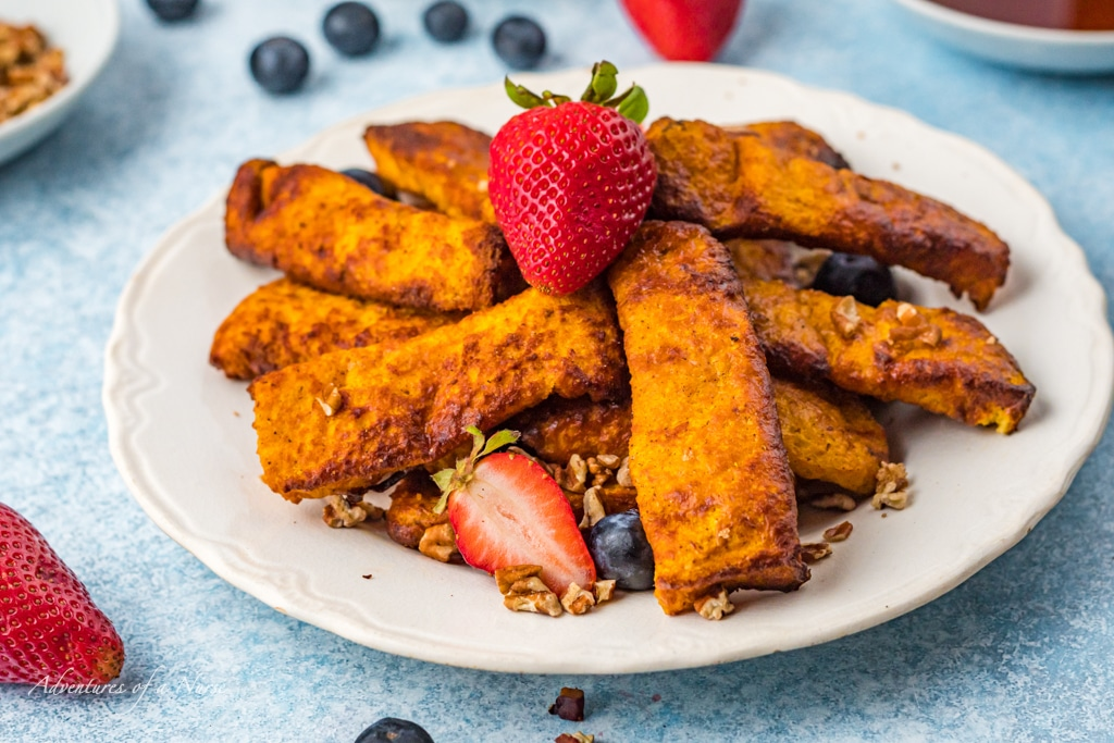 Air Fryer French Toast Strips on plate